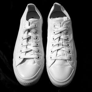 Super clean white converse chucks